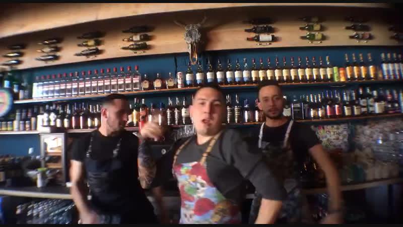 Муж на работе не скучает!😇Мало половин от Beefeater bar.😅