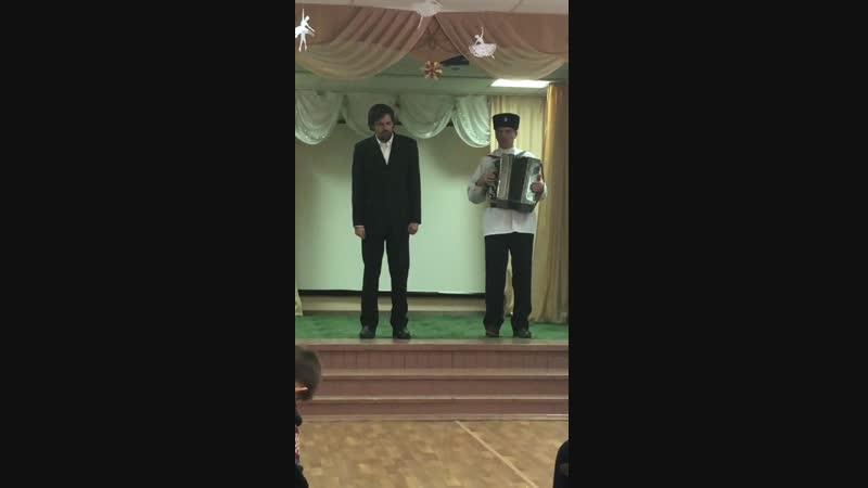 Выступление казачьего хора в интернате номер 2