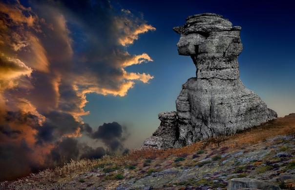 Закат в Долине Привидений на горе Демерджи в Крыму Фото: Serg-N- Melni-oy