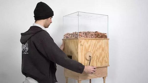 В Нью-Йорке деятель искусств по имени Блейк Фол-Конрой создал автомат, который любой желающий может использовать для заработка денег