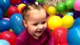 200 ВОЗДУШНЫХ ШАРОВ В ДЕТСКОЙ КОМНАТЕ! ИЩЕМ СЮРПРИЗЫ И ЛОПАЕМ ШАРЫ!) Balloons