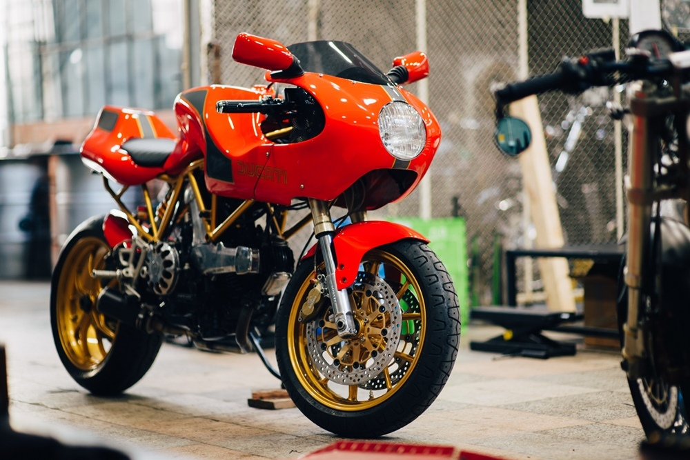Unik Edition: кафе рейсер Ducati 900SS ака Ducati Tribute