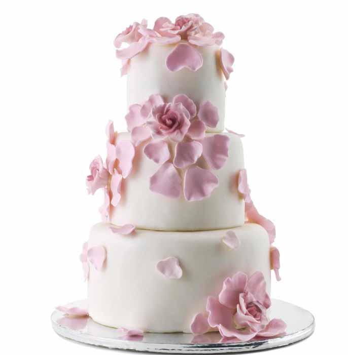 Цветы, свежие или съедобные, часто используются при украшении свадебных тортов.