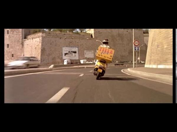 Taxi 1 (daniel avec le scooter de pizza joe)