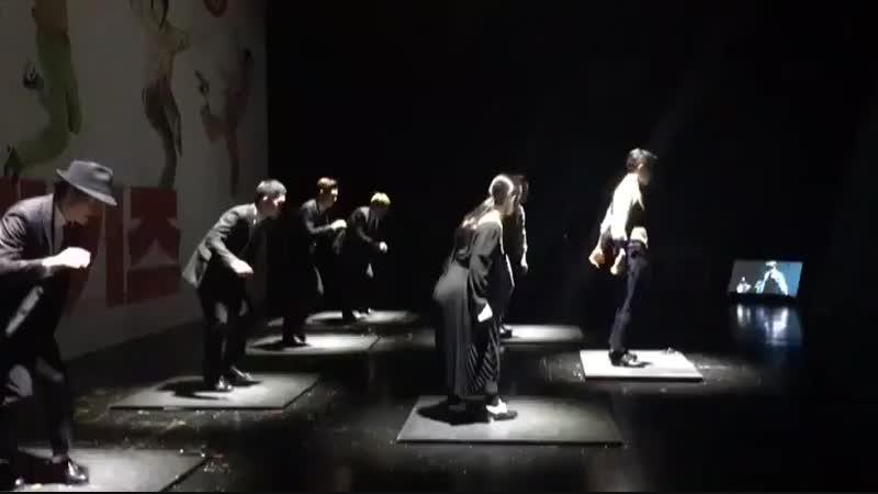 кенсу танцует чечетку