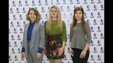 Конкурс ZAVODчанки видео-звезда КАМАЗа, победительниц награждает финансовый директор ПАО КАМАЗ