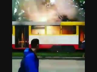 Трамвай замкнуло