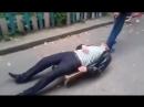 Минчанин вёз на мини тележке пьяного приятеля домой