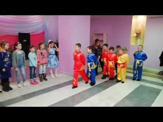 Супергерои поздравляют Фиалок с 8 марта