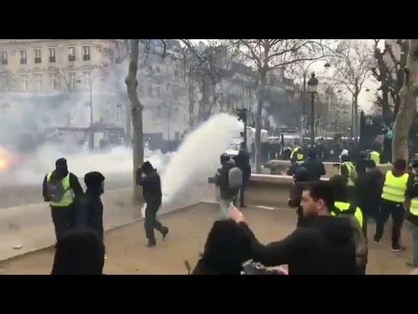 Во Франции задержаны около ста участников акций желтых жилетов