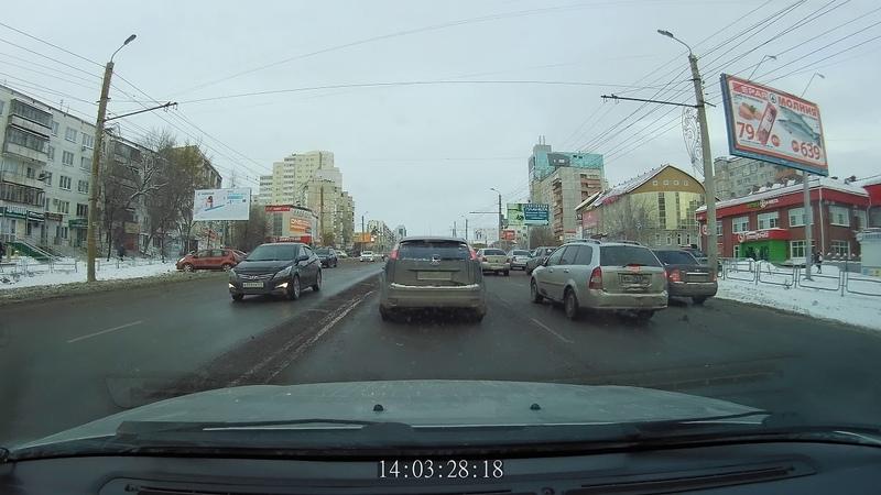 2018.12.01 Челябинск, небольшое ДТП на улице Молодогвардейцев