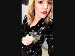 Юлианна Караулова поздравляет МУЗ-ТВ с новым годом!