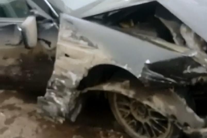 Под Красногорской разбились два автомобиля