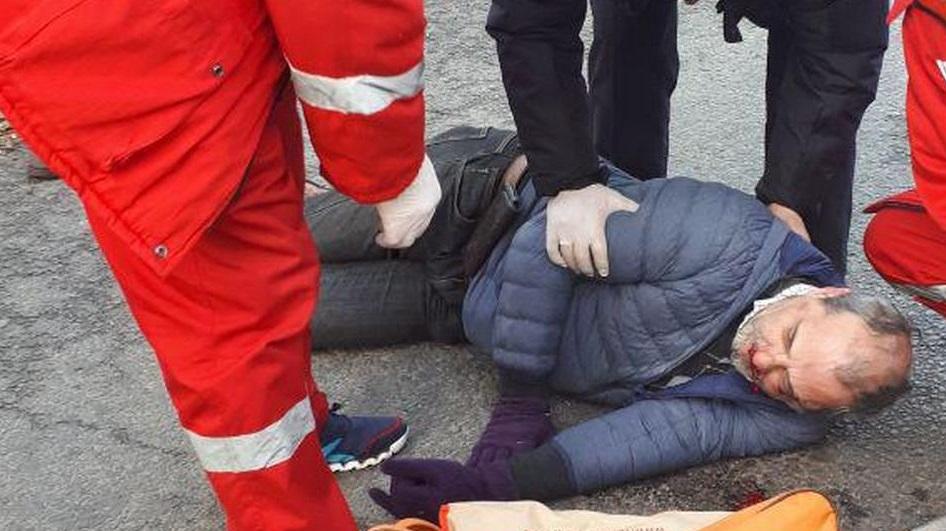 Пожилой мужчина попал под колеса автомобиля в Черкесске