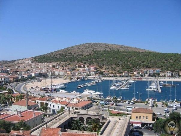 Курорты Турции на Эгейском море 1. Ичмелер Этот уютный посёлок находится в 7 км от Мармариса в сказочно прекрасной бухте. Здесь кристально чистое море, есть и минеральные источники. Пляжи на