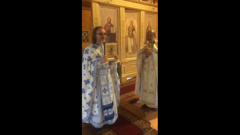 Архимандрит Августин Никитин с подарочком