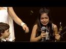 Altın Kelebek Ödül Töreninde Sahneye Giderken Düşen Çocuk Kim