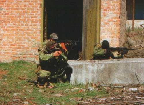 «Зачистка» брошенного завода в Грозном, откуда несколько раз неизвестные обстреливали танковую часть на окраине Грозного