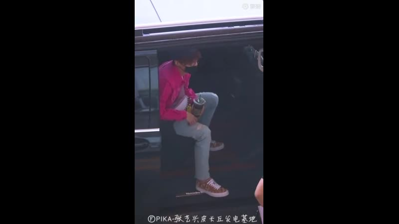 190603 yixing_fancam EXO LAY YIXING — PEK Airport cr. PIKA_张艺兴皮卡丘发电基地