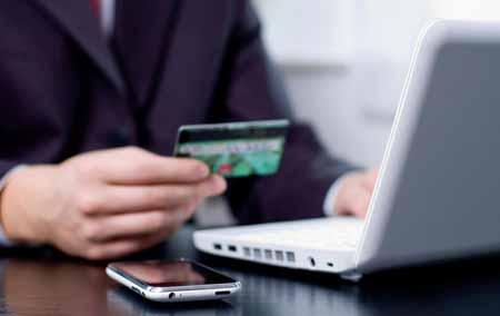 Заказ еды онлайн обычно позволяет клиентам оплачивать еду с помощью кредитной карты, а затем ресторан доставляет ее прямо к себе домой или в офис.