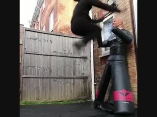 Неплохая мотивация из трущоб. Не Кёкусинкай карате. Подготовка бойца. https://vk.com/oyama_mas