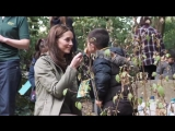 Making leaf crowns with St Stephen's School The Duchess sees an example of the positive i.mp4