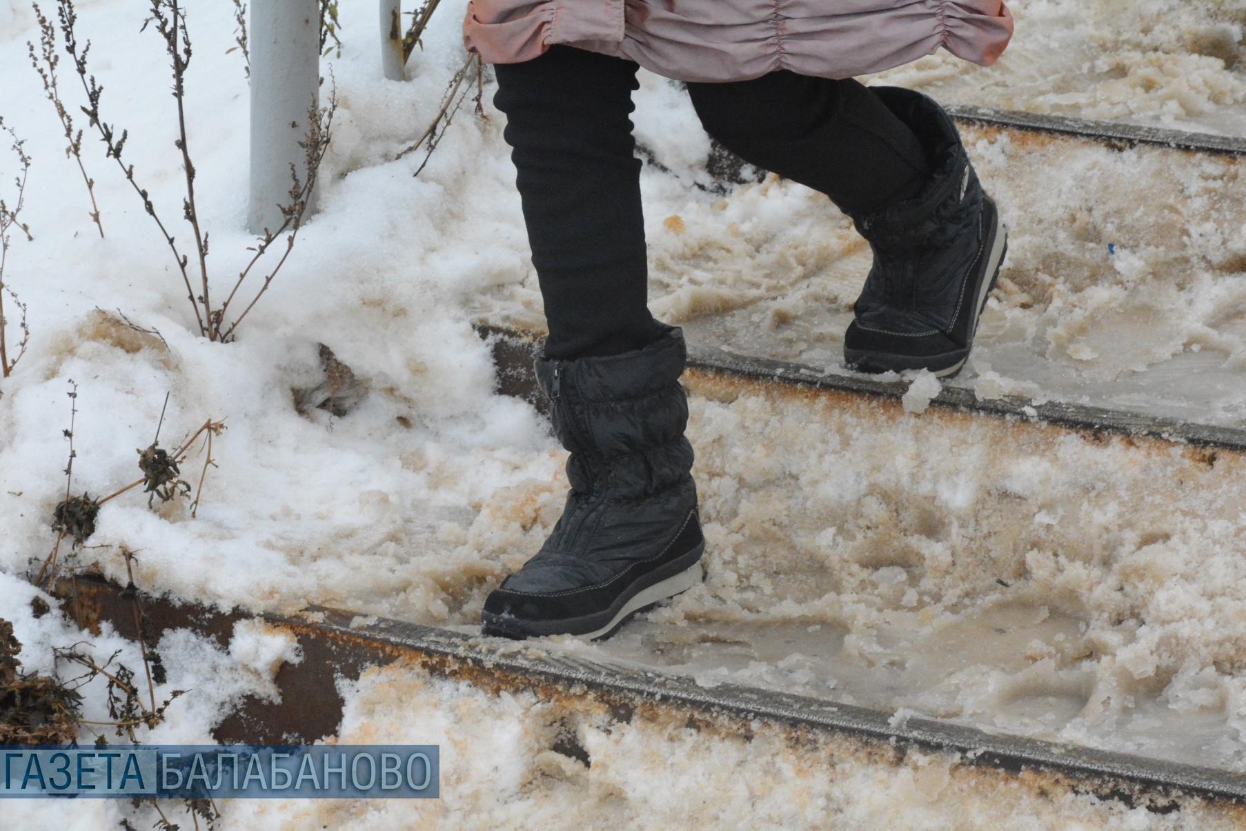 Специалисты административно-технического контроля проверят как осущетсвляется уборка снега на территории ж/д станции Балабаново