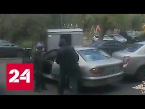 Инвалид-рецидивист ограбил и протащил по асфальту московскую пенсионерку - Россия 24