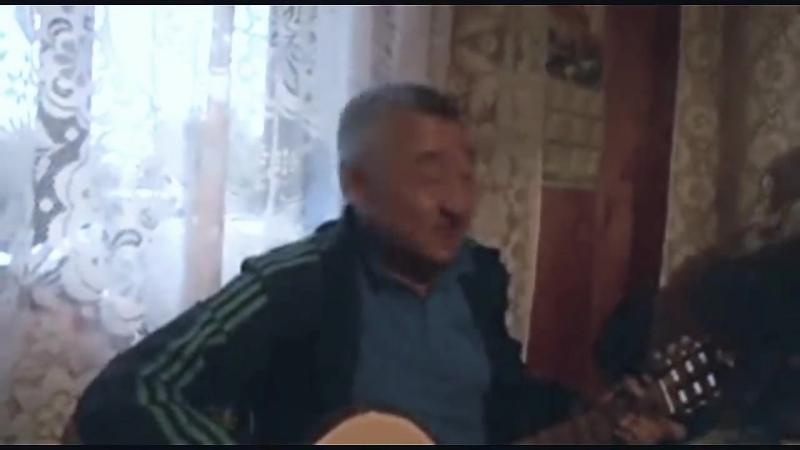 Мужик классно поёт и заразительно смеётся ( 720 X 1280 ).mp4