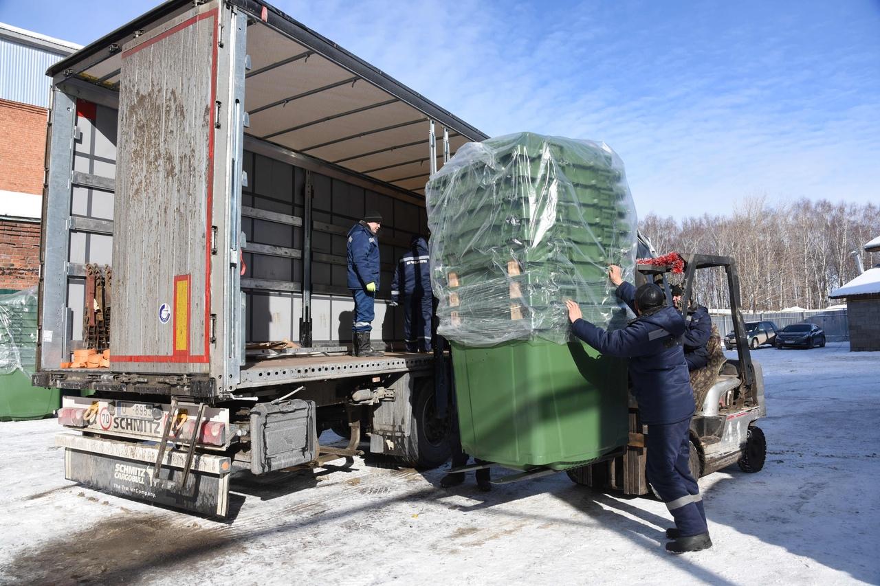 Евроконтейнеры для мусора получают города и поселения в Марий Эл
