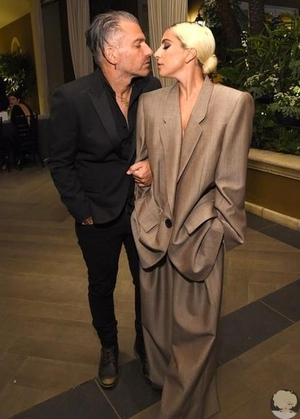 31-летняя Леди Гага помолвлена со своим 48-летним агентом