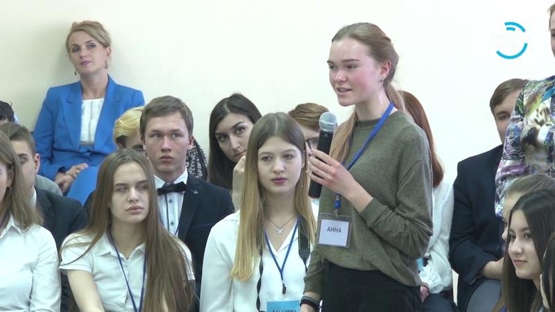 100 вопросов взрослому. Глава городского округа встретился с учениками школ 18 04 19