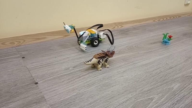 Детский центр робототехники Умник робот Майло исследует новые миры