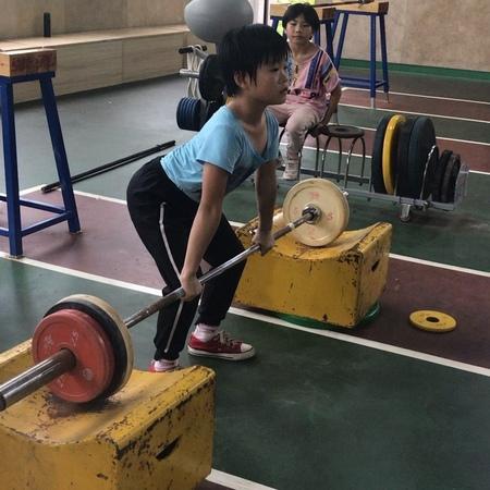 女孩体重30公斤,膝上下翻45公 pay attentiock,kg