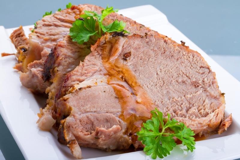 Свинина с черносливом в духовке, в сладком соусе