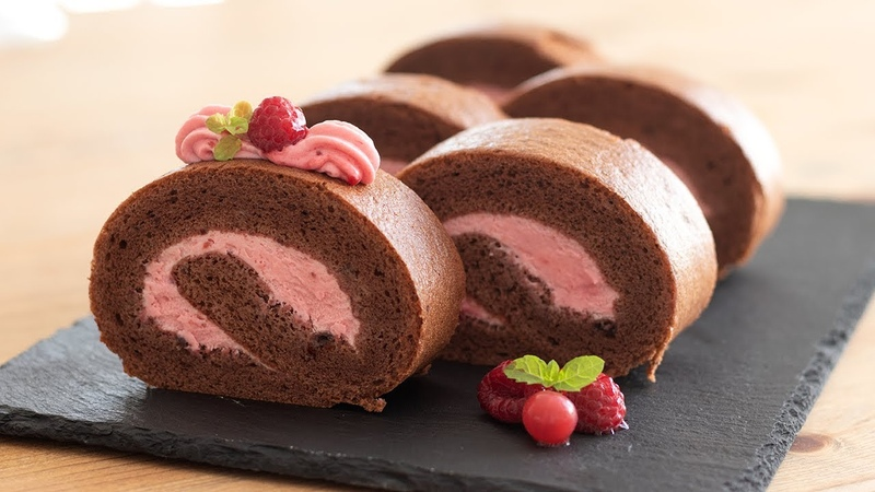 Швейцарский бисквитный шоколадный рулет с малиновым кремом (маскарпоне, сливки) / ラズベリーショコラ・ロールケーキの作り260