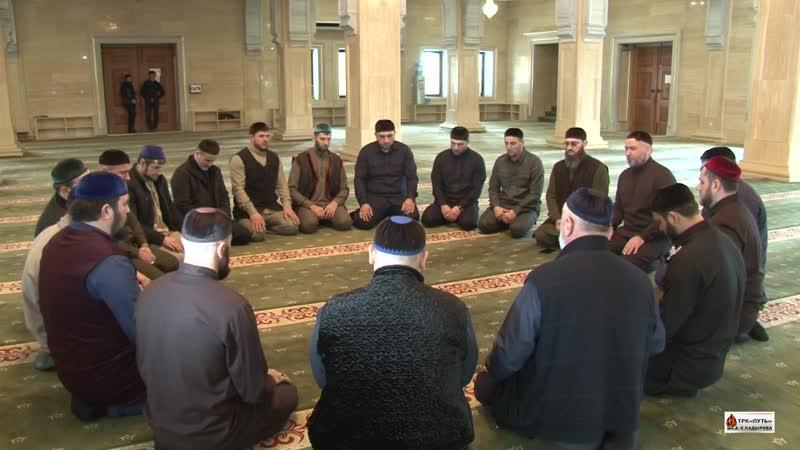 Назма в мечети им. Шейха Иласхани (Да будет возвышена его святость) в Курчалое