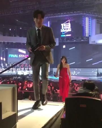 Actress Kim So Hyun 🐣 on Instagram FANCAM MC Kim Sohyun at Under Nineteen Final Concert Kirain tadi pake gaun ternyata bukan Cantik terus