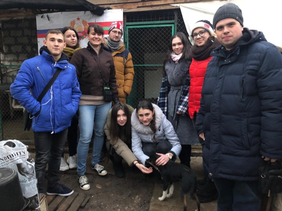 Студенты  Атф посетили приют для животных