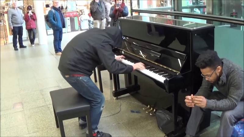 POOR OLD MAN PLAYS AMAZING EXCITING PIANO IN MALL