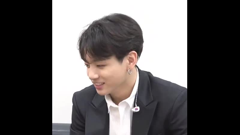 The way jungkook smile is so cutie