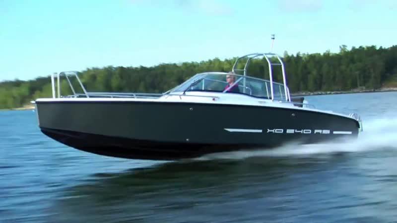Алюминиевый катер XO 240 RS Open I/O со стационарным двигателем.