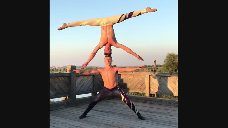 Strength of Body. Двое акробатов из России показывают возможности тела
