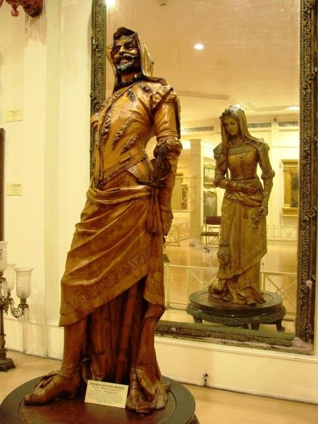 «Двойная статуя Мефистофеля и Маргариты»