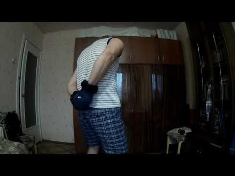 Повторяю трюк Томми Хеслепа и разрываю колоду (36 )карт в толстых рукавицах за спиной