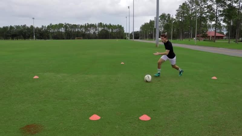 How to Improve Your Turns in Football _ 30 Day Training1