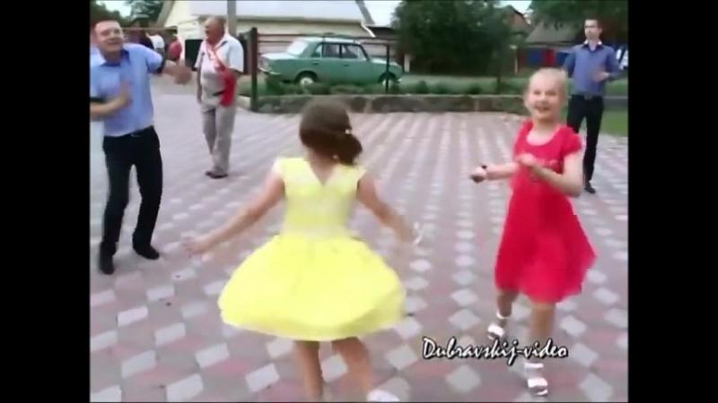 Для хорошего настроения! Полька для Софии. Заводная девчушка всех перетанцевала..mp4