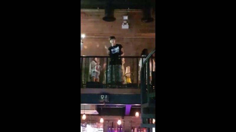 20181005 Fu Bar เดี๋ยวๆ วงดนตรีอยู่ข้างหน้านะ ทำไมหันหลังกันหมด ลีจุนกิ leejunki พี่เค้ามาเที่ยวฟูบาร์ leejunkioppa