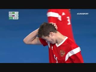 Гений из футзальной сборной России хотел вынести мяч, а сделал ЭТО