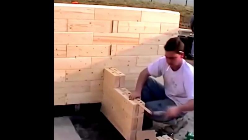 Строительство дома из деревянного кирпича.